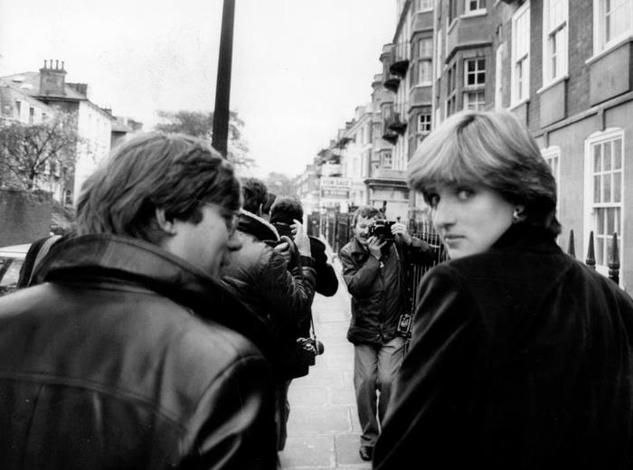 London, England - Nov, 13, 1980, Diana Spencer, 19, seen after leaving her flat, surrounded by members of the press. (Keystone Pictures USA / Alamy Stock Photo)