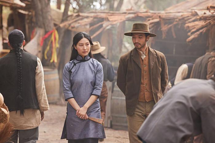 Mabel Li as Lei and Yoson An as Shing in New Gold Mountain