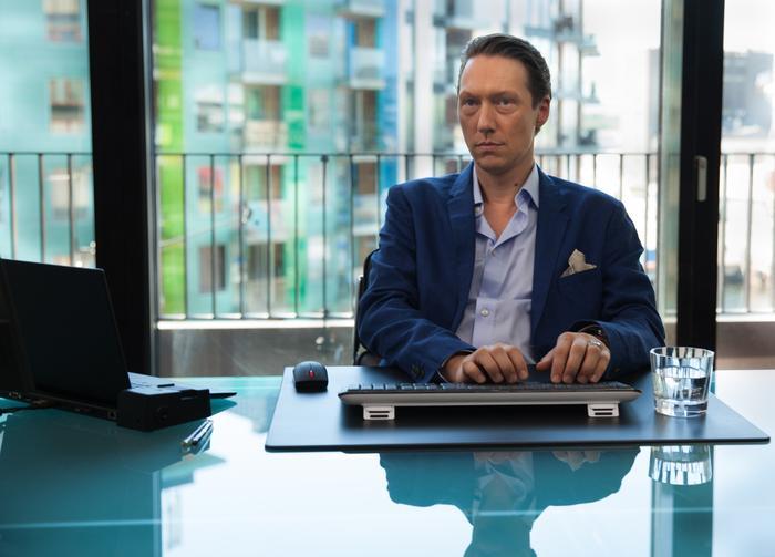 Exit - season 1, Simon J. Berger