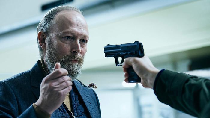 Face to Face, Lars Mikkelsen