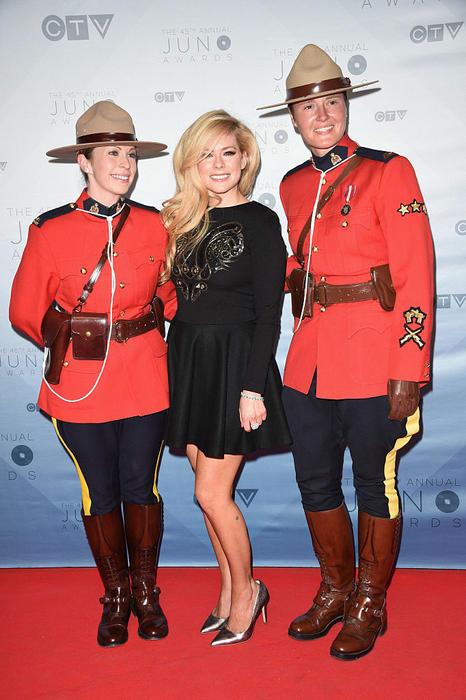 Avril Lavigne mounted police