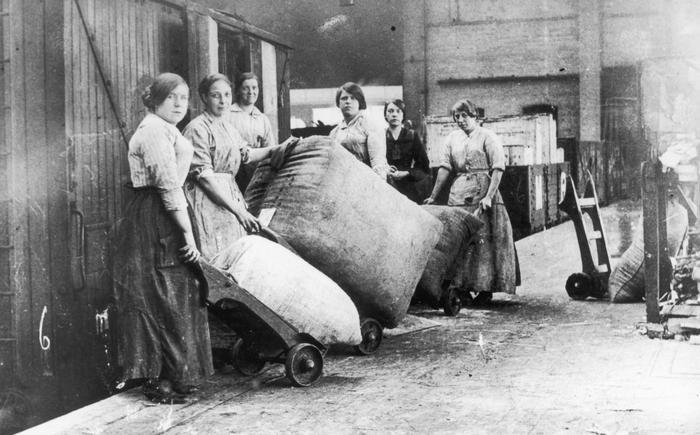 Women railway work World War I