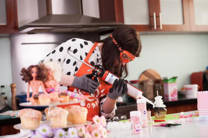Cake decorating with a glue gun