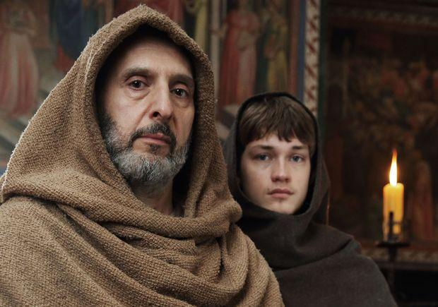 William of Baskerville (John Turturro) and Adso (Damian Hardung)