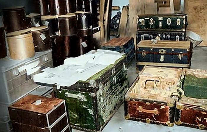 The Tesla Files, Tesla's trunks