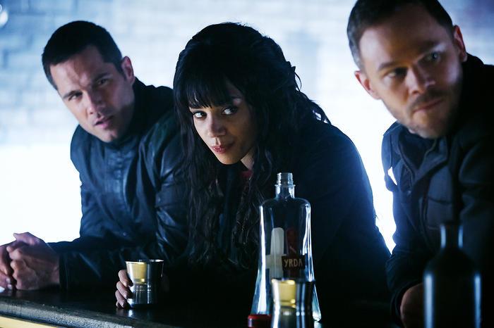 Luke Macfarlane, Hannah John-Karmen and Aaron Ashmore  in Killjoys