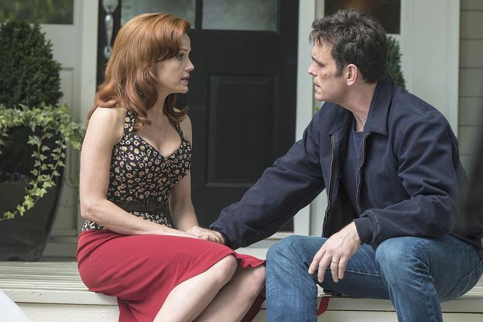 Burke and Kate Hewson (Carla Gugino)