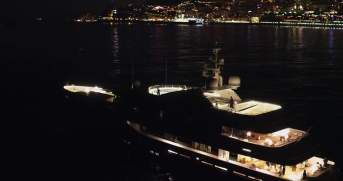 Riviera yacht