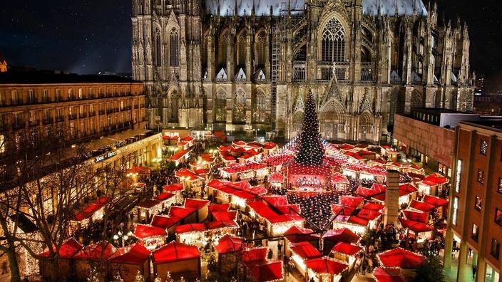 Christmas Traditions Around The World Christmas Might Mean Ham Prawns And Pavlova Here In Australia But Taking A Glimpse Into The Holiday Traditions