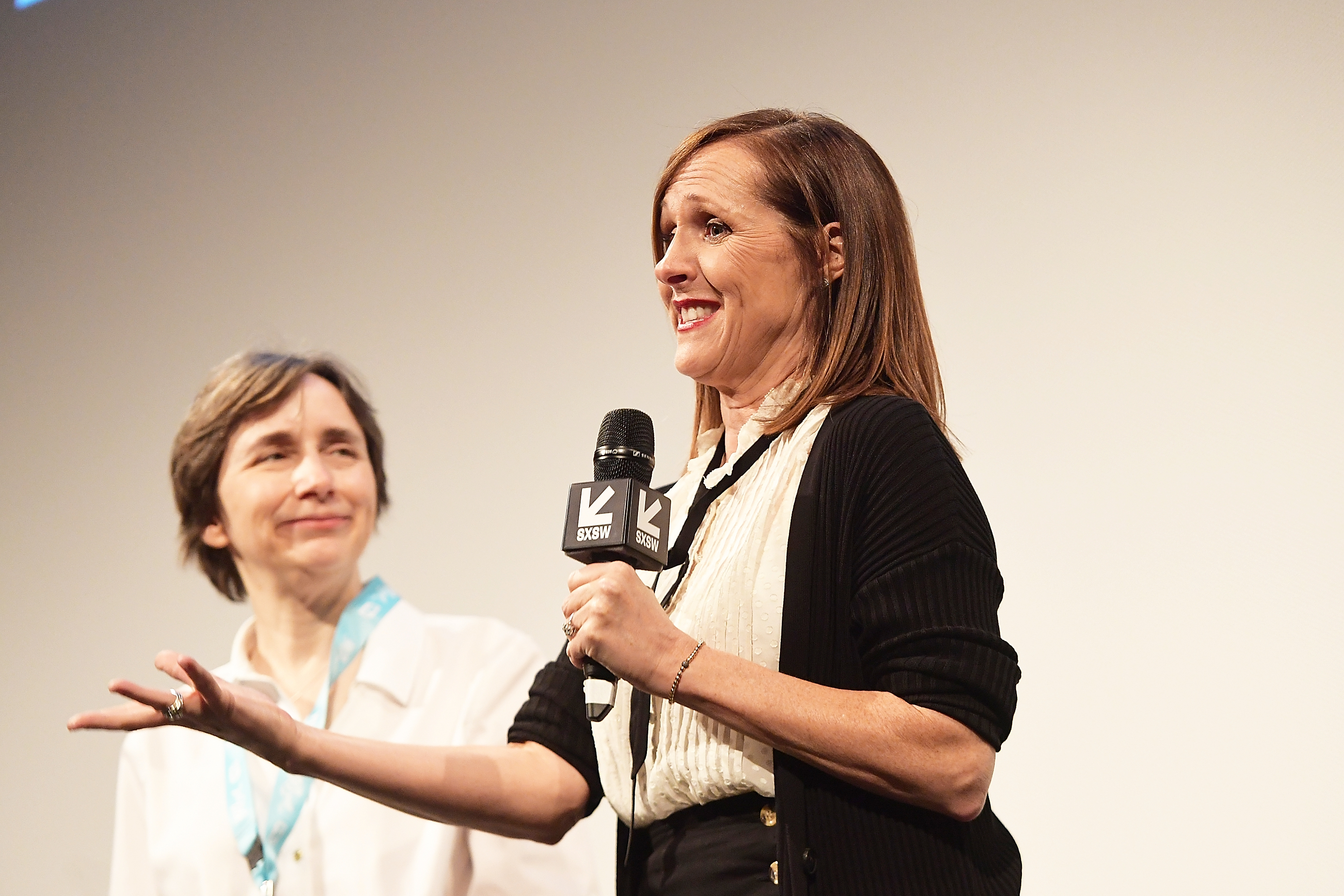 Molly Shannon's Emily Dickinson a 'lesbian feminist hero' not lonely hermit