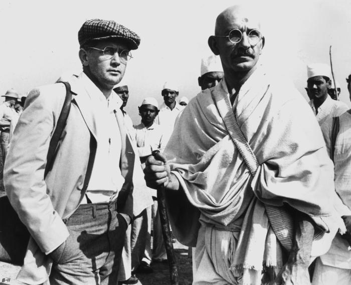 1982:  Ben Kingsley as Gandhi and Martin Sheen as a newspaper reporter in a scene from Richard Attenborough's biographical film, 'Gandhi'.  (Photo by Keystone/Getty Images)