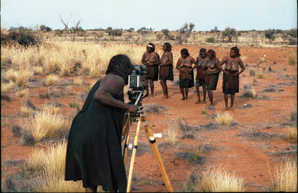 Pantjiti filming the Seven Sisters inma for EVTV, Tjukurpa site. (Image: Guthrie & Irving Collection)