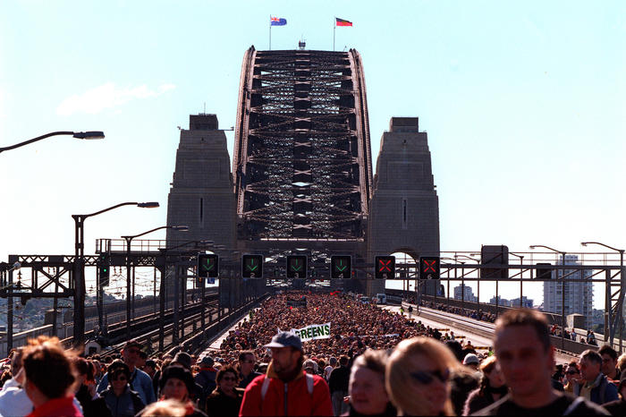 (SYD933) Sydney,  28 May 2000 - Crowds of more than 100, 000 took advantage of a perfect Sunday morning to walk across the Sydney Harbour Bridge in the 'Walk for Reconciliation' as part of Corroboree 2000. (Dave Hunt/ AAPIMAGE)