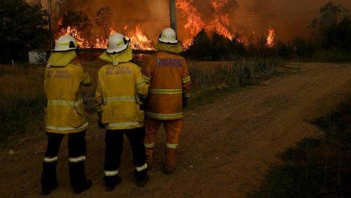 Volunteer firefighters are on the frontline in NSW as a blaze approaches.