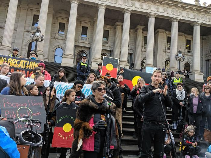 Aunty Marjorie Thorpe addresses crowd at Djab Wurrung protest