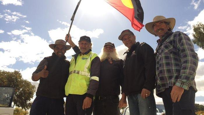 Clinton Pryor gives the thumbs-up with his support team and two Merredin elders (SBS)