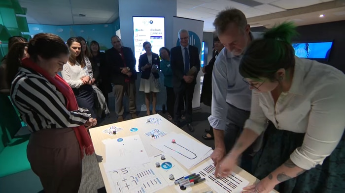 Ms Noon teaches Indigenous Affairs Minister Nigel Scullion how to code at the CSIRO in Sydney.