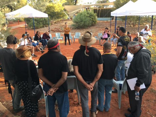 Constitutional recognition forum uluru The breakaway delegates holding an impromptu meeting today.