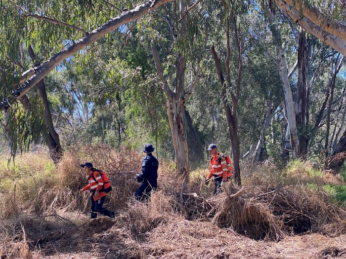 Authorities search rugged bushland for Gordon Copeland