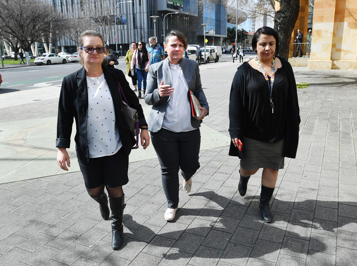 Mother of Wayne Morrison, Caroline Andersen (centre) is seen outside the Magistrates court in Adelaide, Tuesday August 28, 2018.  (AAP Image/David Mariuz)