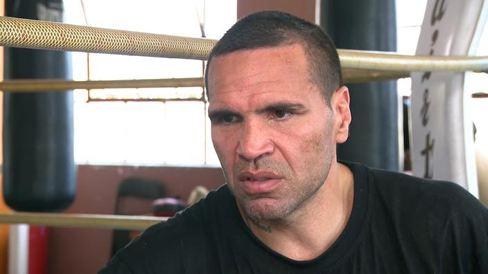 'White supremacy song': Mundine takes on anthem before fight with Horn