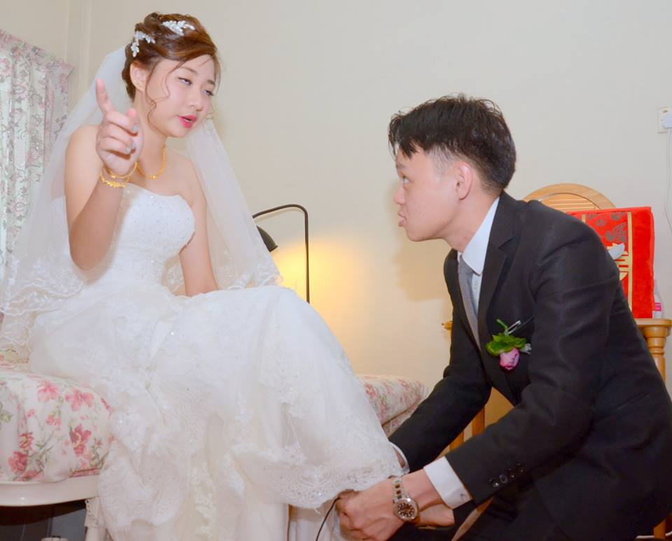 Singapore bride shares hilariously terrible wedding photos for Au jardin singapore wedding