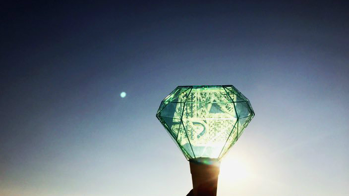 Fans Comforted By Strange Pearl Aqua Green Moon During
