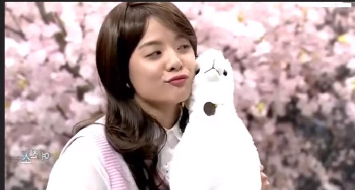 video fxs amber proves that she can be girly too sbs