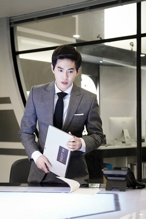 EXO's Suho looks SO suave in teaser photos from new drama