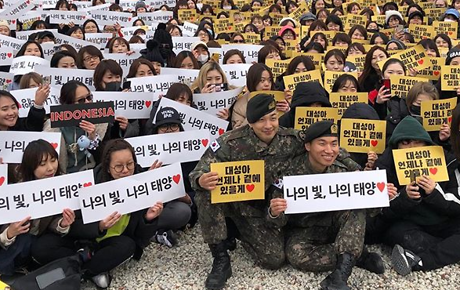BIGBANG's Taeyang and Daesung met fans directly after military discharge