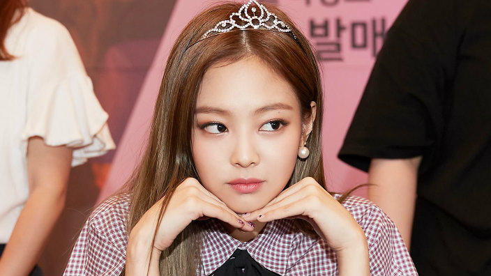 22 Jaw Dropping Girl Crush Moments From Black Pink B Day Girl Jennie