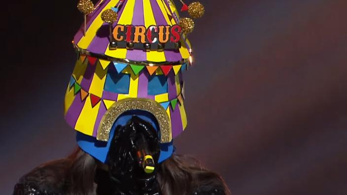 Girl in the 'Black' and 'Pink' circus mask wows on 'King of Mask