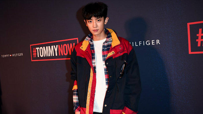 30d2eb78a6843 EXO s Chanyeol rocked the Tommy Hilfiger fashion show and everyone couldn t  help but stare