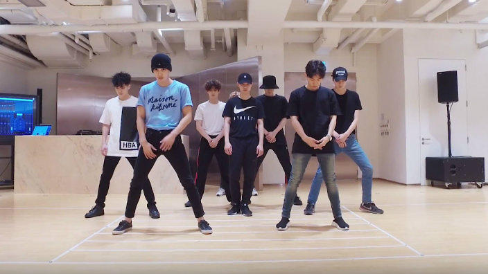 EXO unleash awesome new dance practice video | SBS PopAsia