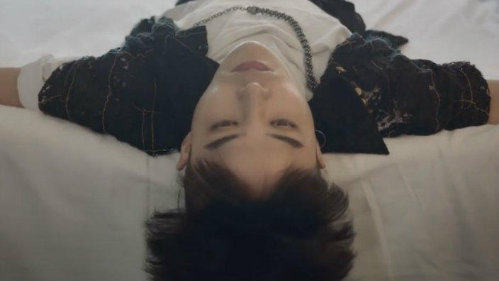 b4f2033ea9b0d5 G-Dragon's new Chanel video draws racist comments from some netizens ...