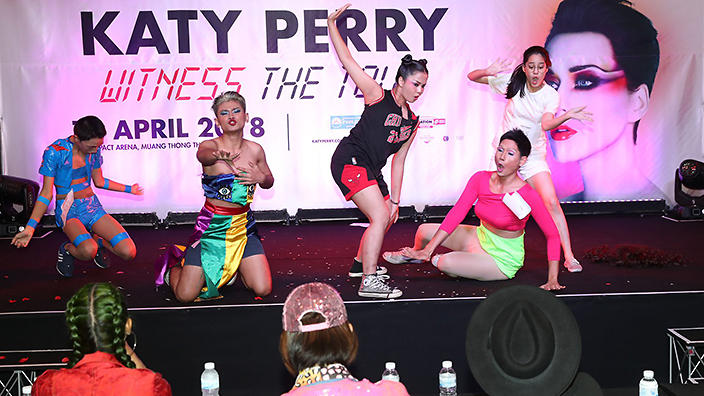 Fans audition to win meet greet with katy perry in thailand sbs fans audition to win meet greet with katy perry in thailand sbs popasia m4hsunfo