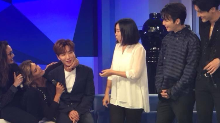 Talk show host kissing Super Junior members causes controversy | SBS