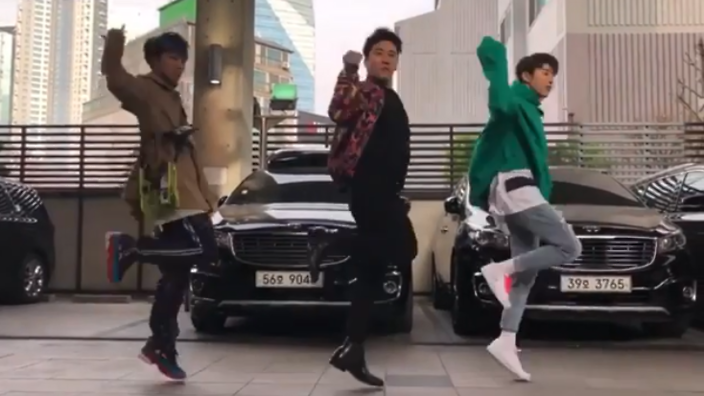 There S A Dance Meme And All Your Fave K Pop Stars Have