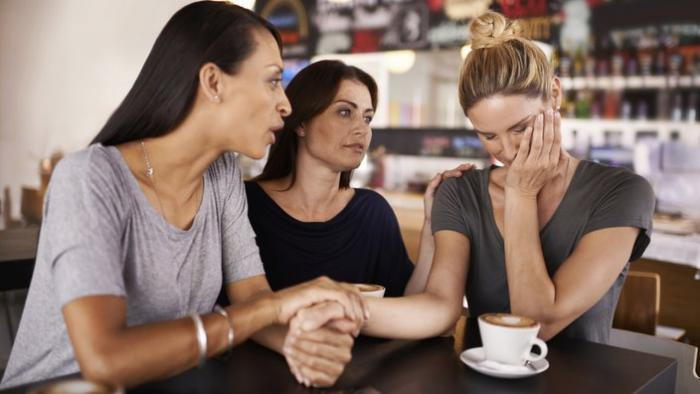 how to become a domestic violence support worker