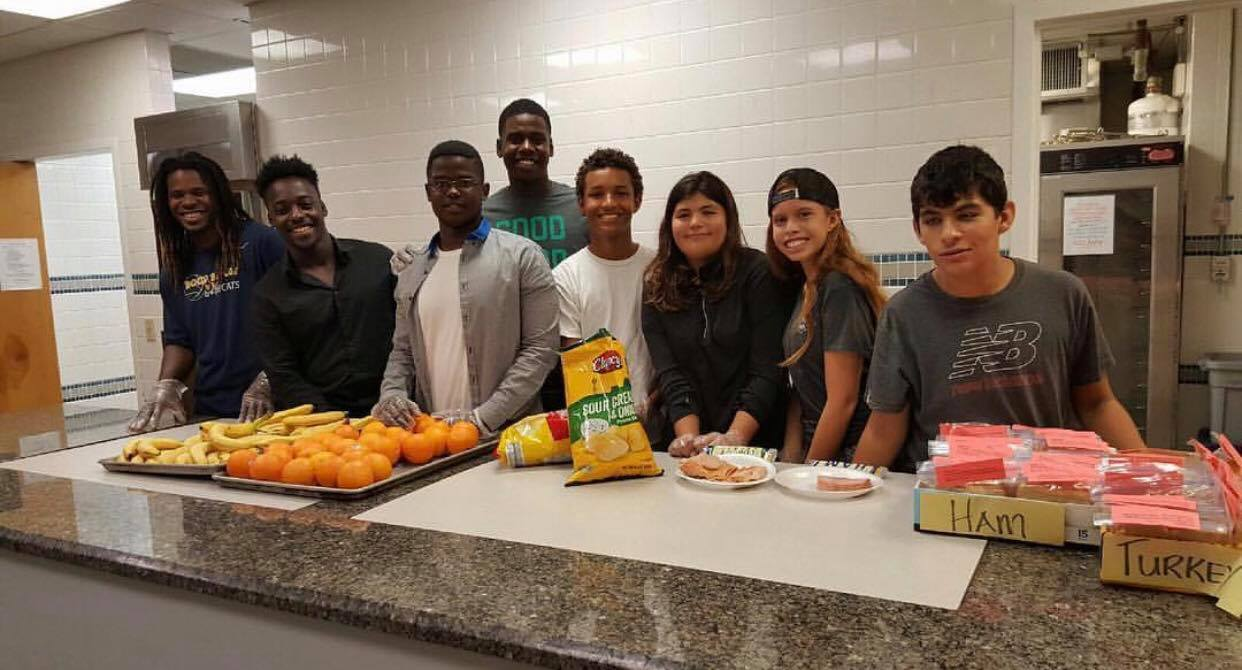 High School Students Ensure Nobody Sits Alone At Lunch