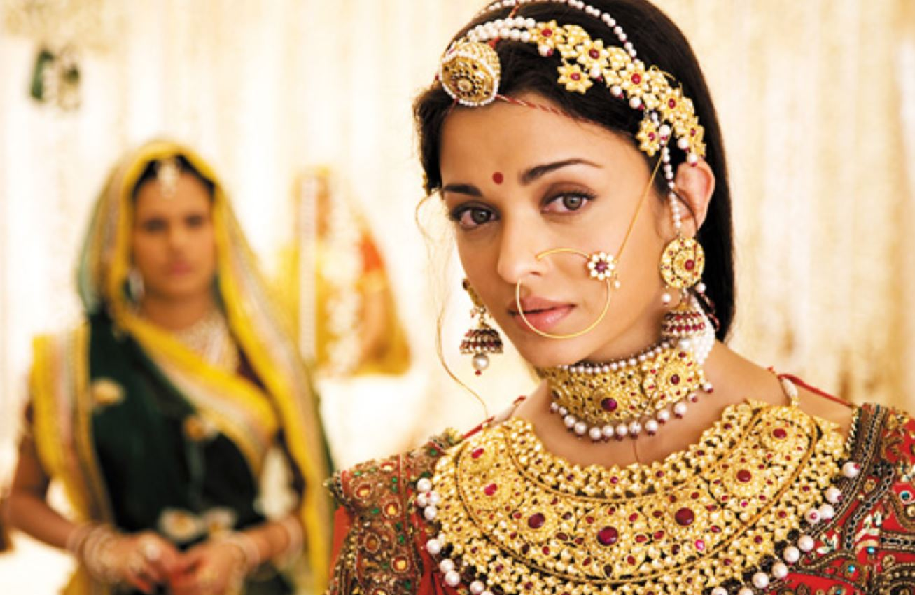How Bollywood Gave Me Unrealistic Expectations Of Love From Reel To Real How A Lifetime Fed On At Bollywood Sari Romances Gave Rashida Tayabali Warped
