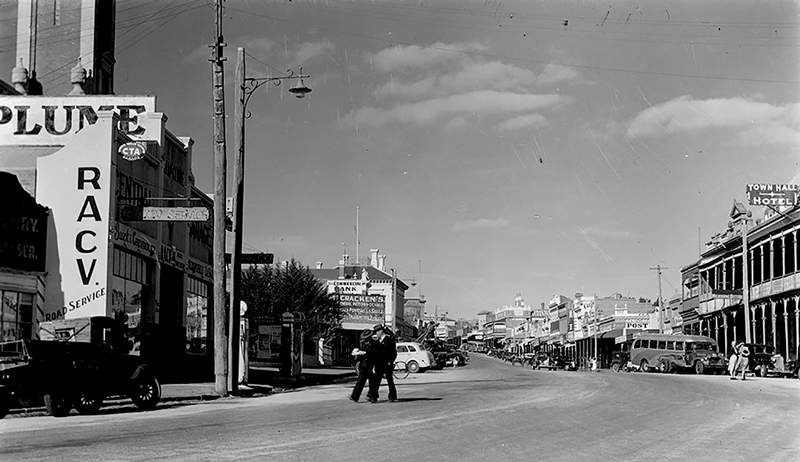 Main street, Stawell, ca.1945 (State Library Victoria)