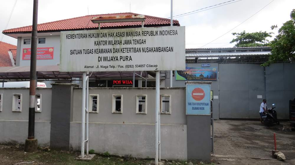 A new wall at Wijaya Pura Quay opposite prisoners' arrivals and departures on Nusakambangan has mostly obscured the prison island. (Photo: Deborah Cassrels)