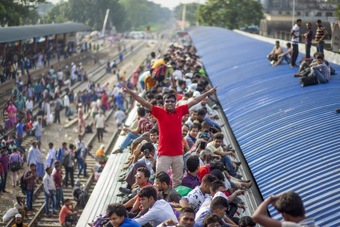 BANGLADESH, Dhaka: People wait for the departure of their train as they return home before Eid-al-Adha.