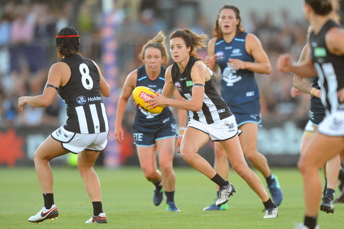 Stephanie Chiocci of Collingwood (centre) runs with the ball during the round 1 AFLW match between the Carlton Blues and the Collingwood Magpies at Ikon Park in Melbourne, Friday, Feb. 3, 2017. (AAP Image/Joe Castro) NO ARCHIVING, EDITORIAL USE ONLY