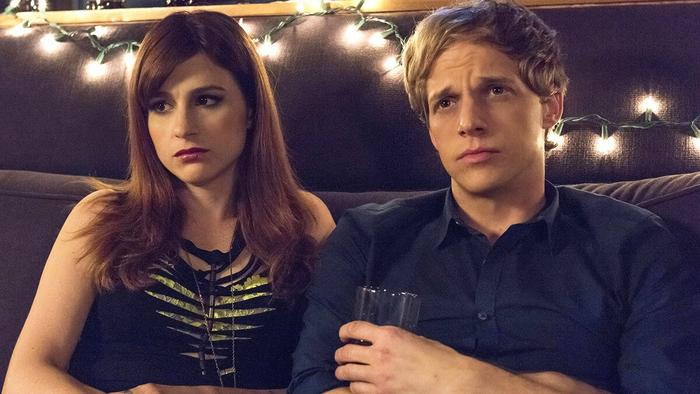 Aya Cash as Gretchen and Chris Geere as Jimmy in You're the Worst