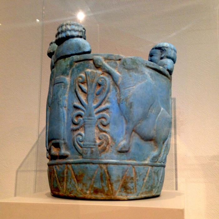 Pyxis made out of Egyptian blue from 750-700 BC