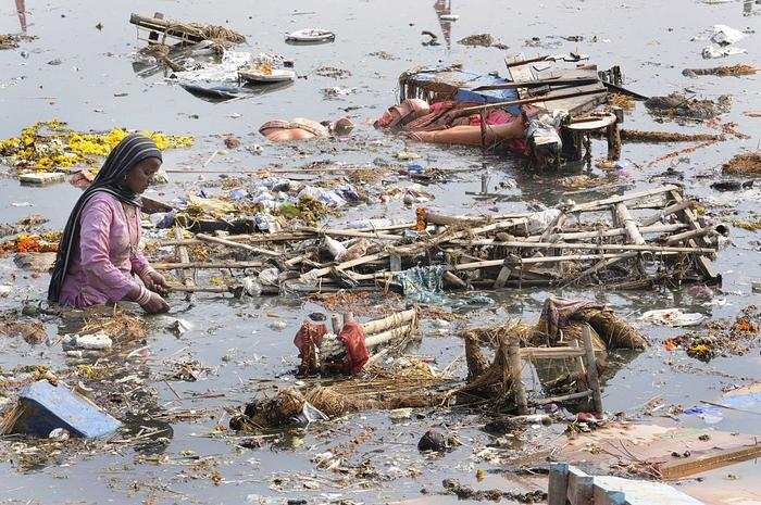 Yamuna's Banks Covered With Litter