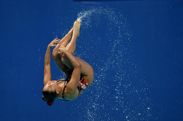 Synch Or Swim What It Takes To Be A Synchronised Swimmer Zela