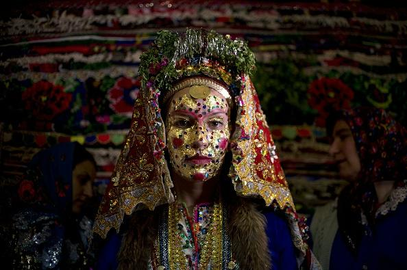 25 Amazing Wedding Traditions From Around The World: Bulgarian Muslim Bride's 'gelina' Face Paint